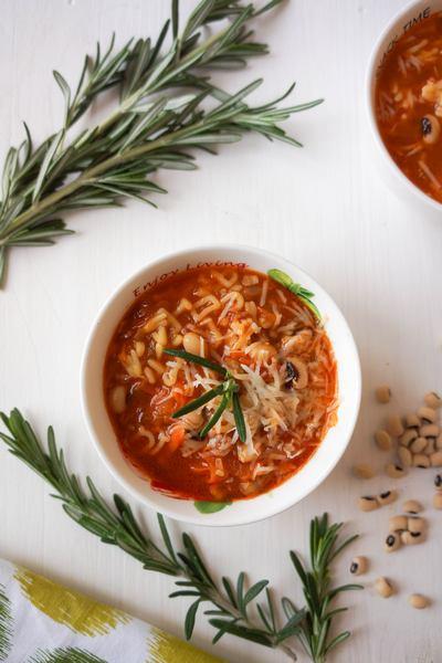 суп с фасолью и мелкой пастой