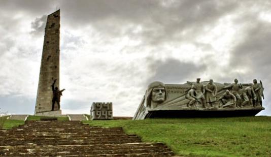 Мемориальный комплекс на горе Саур-Могила