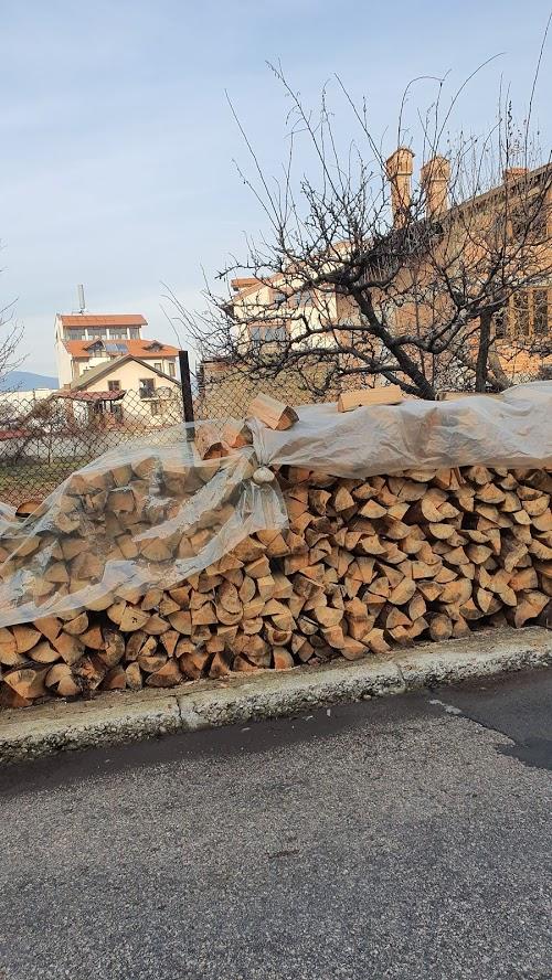 Дадада - очень многие топят дровами, в том числе и в самом центре города.
