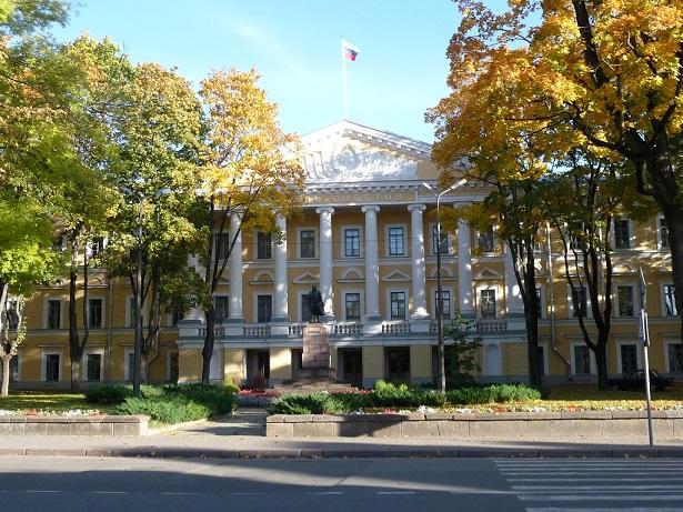 1786 Классицизм Дом_Советов_(Псков)