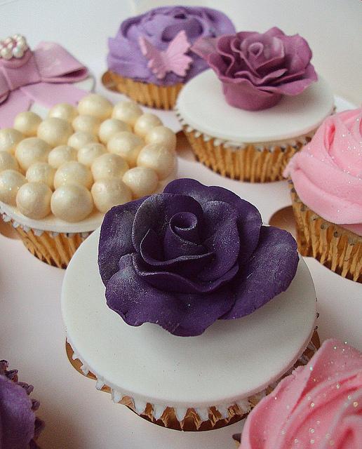 Lavender-Vintage-Wedding-Cupcakes