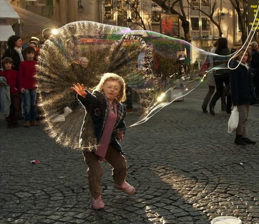 огромный пузырь . Париж