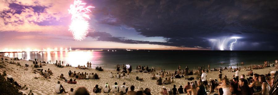 Фейерверк, комета и молнии, все в одном кадре