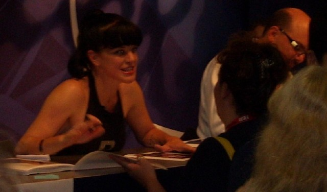 Pauley Perrette ('NCIS') with another fan