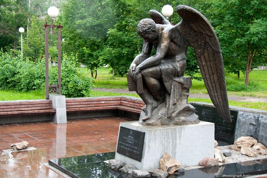 Памятники в тольятти великая отечественная война самара памятники на могилу на маркете