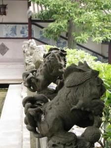 В Китае в течение последних нескольких тысяч лет никогда не водились львы. Тем не менее их скульптурные изображения находятся повсюду.