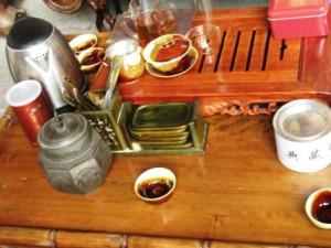 Чайная культура всё глубже проникает в сознание китайцев. И посетителей усадьбы Се встречают чаем Да Хун Пао