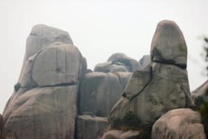 Смотрю на эти скалы и пытаюсь понять, на каких шарнирах они держатся