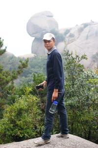 Наш дорогой водитель Цзян буквально обалдел от местных красот