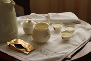 Мне кажется, это один из самых стилистически выдержанных снимков, посвящённых белому чаю.