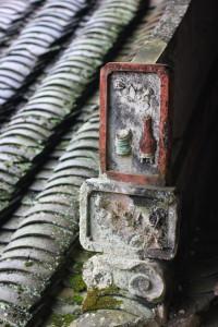 Даже изразцы на оконечниках балок - произведение искусства