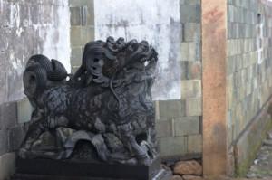 В Китае никогда не жили львы. Но китайцы им доверяют охрану самого дорогого.