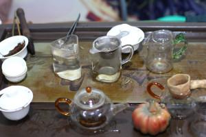 За два часа, проведённых там, было заварено более десяти сортов чая