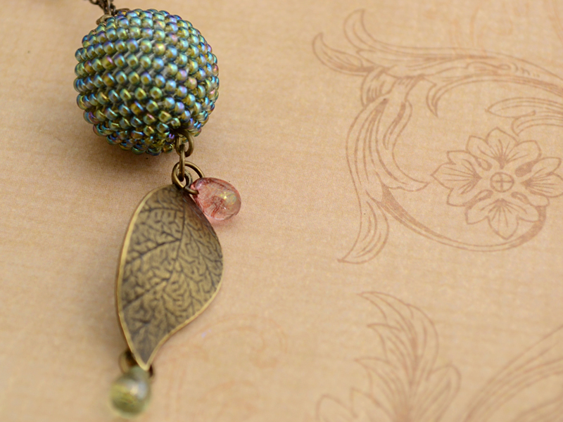 beads_forest_berries4