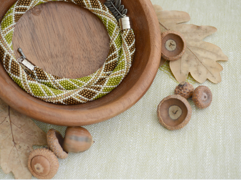 necklace_acorn2