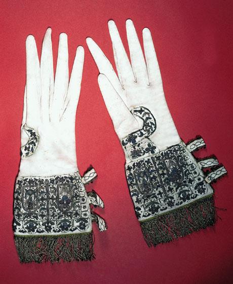Gloves_ElizabethI_present_Oxford_1566