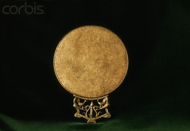 Бронзовое древнегреческое зеркало Фото из собрания Corbis