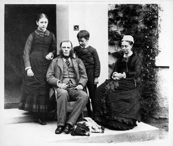 beatrix_and_brother_bertram_with_parents_and_dog