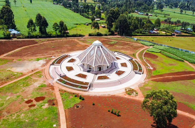 Вид сверху местного Дома Поклонения бахаи в Матунда Сой, Кения.