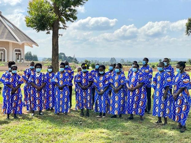 Церемония открытия включала выступления местных хоров из Матунда Сой.