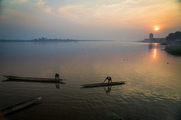 Вид на реку недалеко от Банги, столицы Центральноафриканской Республики. Многолетний вооруженный конфликт в стране нарушил нормальную жизнь и вынудил сотни тысяч людей покинуть свои дома.