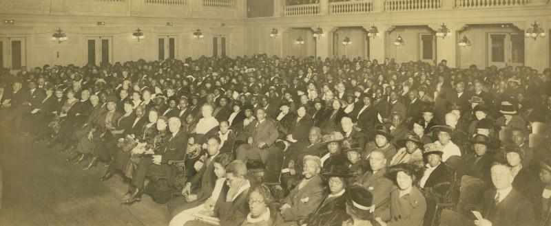 Конференция межрасовой дружбы, организованная общиной бахаи в Спрингфилде, штат Массачусетс, вскоре после того, как первая такая конференция прошла в Вашингтоне, округ Колумбия, в мае 1921 г.