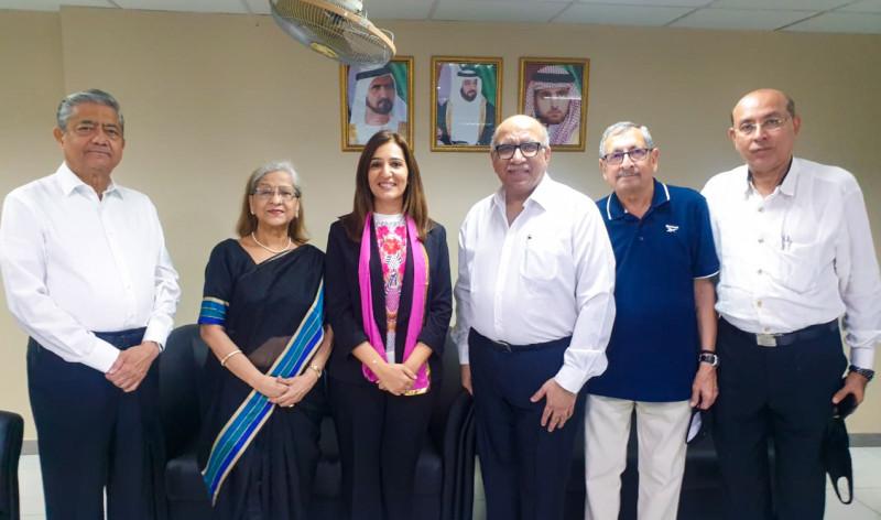 Личное собрание проводится в соответствии с мерами безопасности, установленными правительством. Представители общины бахаи Объединённых Арабских Эмиратов встречаются с лидерами других религиозных общин на межконфессиональном собрании, организованном индуистской общиной в ноябре 2020 года.