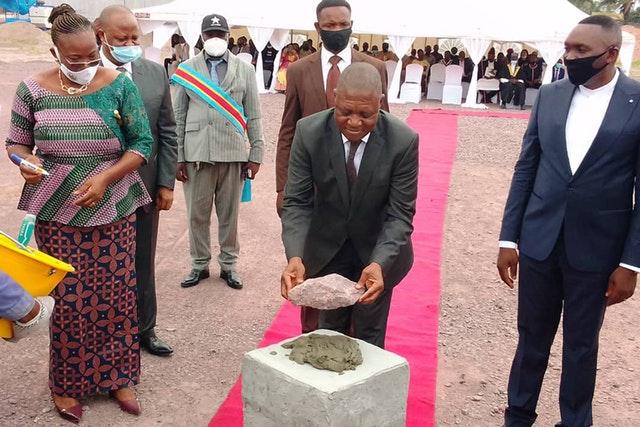 Строительство национального Дома Поклонения бахаи в Республике Конго началось в октябре с церемонии закладки фундамента на месте будущего храма в присутствии официальных лиц, религиозных лидеров и традиционных вождей.