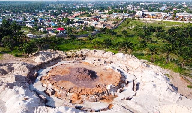 В течение двух месяцев после закладки фундамента национального Дома Поклонения бахаи в Демократической Республике Конго были завершены земляные работы по закладке главного кольца фундамента здания.