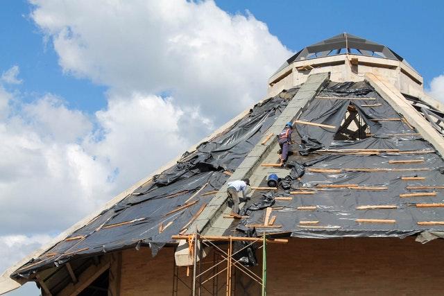 Строительство местного Дома Поклонения в Матунда-Сой, Кения, в настоящее время находится на завершающей стадии. Ведутся работы на кровле, производится отделка дверных проёмов и наружных стен. Центр по приёму посетителей и другие вспомогательные здания на территории также близки к завершению.