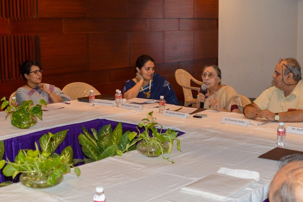 Фотография сделана до нынешнего глобального кризиса в области здравоохранения. Обсуждение за круглым столом о роли мужчин в продвижении гендерного равенства, организованное Управлением по связям с общественностью бахаи.