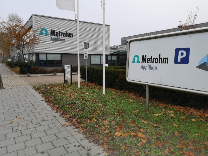 Знаменитая фирма Metrohm, офис неподалёку от станции Схидам.