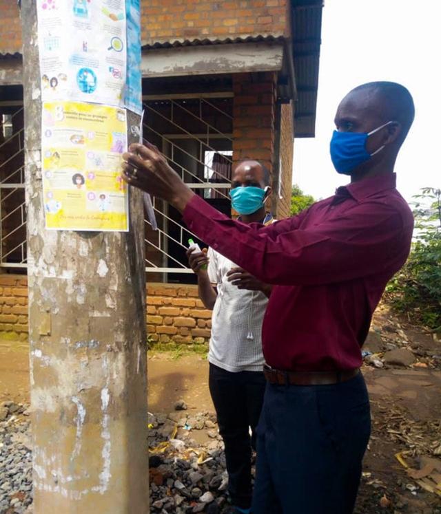 Инструкторы по санитарному просвещению сыграли важную роль в повышении осведомлённости о коронавирусе в Чанджаву, — например, путём распространения брошюр и информационных плакатов.