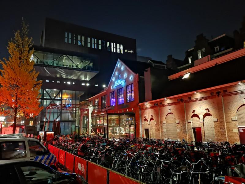 Клуб Melkweg («Млечный путь»), где состоялся концерт BAND-MAID. Вот этот вот зал справа с глухими стенами.