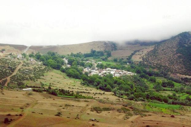 Община бахаи существует в деревне Ивель на севере Ирана с середины 1800-х годов. Она была «процветающей и мирной общиной фермеров и мелких предпринимателей на протяжении нескольких поколений...»