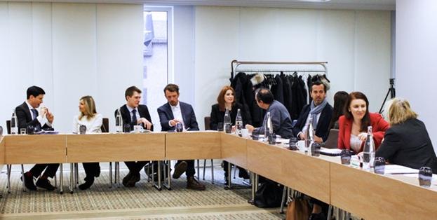 Фотография сделана до нынешнего глобального кризиса в области здравоохранения. Роль технологий, в том числе искусственного интеллекта, в развитии общества была предметом докладов МСБ на множестве конференций в прошлом, включая обсуждение, организованное Брюссельским офисом МСБ в прошлом году.