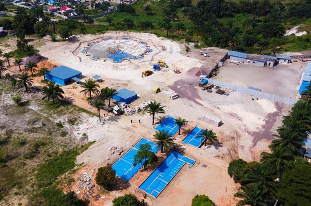 Возле входа на территорию Дома Поклонения в Киншасе строится Центр для посетителей.