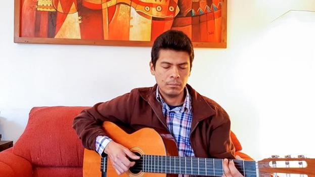 Трансляция перемежалась молитвами на испанском и на языках народов мапуче и кечуа.