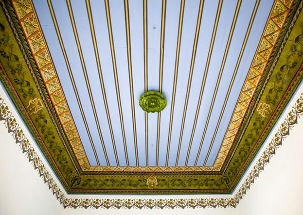 Отреставрированный потолок в доме Аббуда.