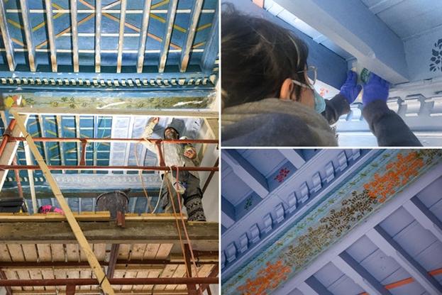 Восстановлены узоры потолка в другой комнате дома, которые со временем были скрыты под наслоениями другой краски.
