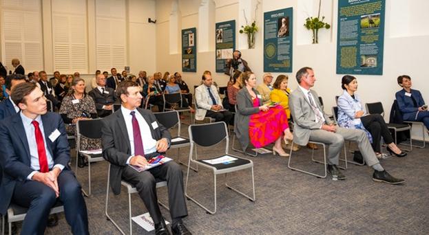 Очные встречи проводятся в соответствии с мерами безопасности, установленными правительством. Обсуждение в Аделаиде, Южная Австралия, вращалось вокруг содержания документа «Создавая общую картину мира».
