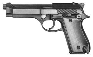 Фото: экспонат музея В.И. Чапаева: пистолет «Берета» подарок Джохара Дудаева Николаю Федорову