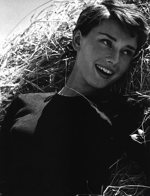 kinopoisk.ru-Audrey-Hepburn-499405