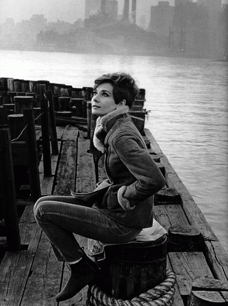 kinopoisk.ru-Audrey-Hepburn-500071