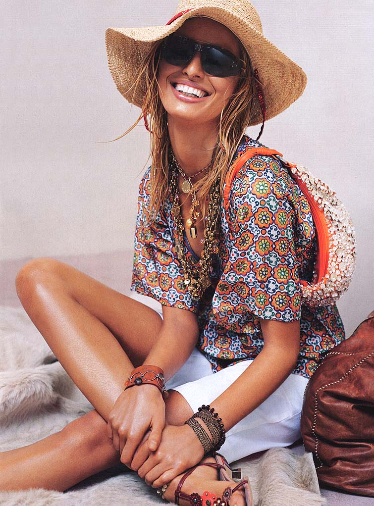 KarolinaKurkova_SummerEscapes_StevenMeisel_VogueUS2004June_zob