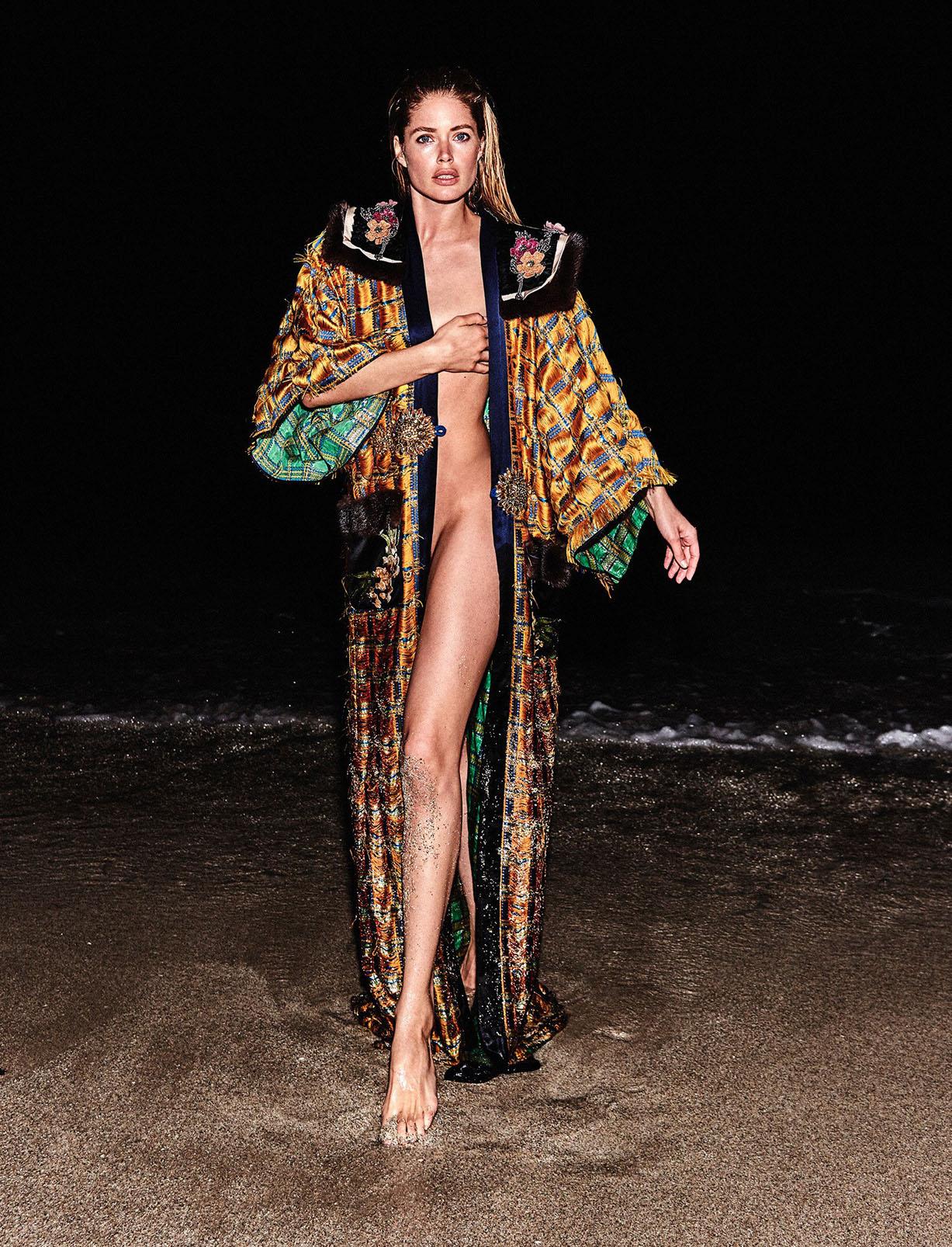 отдыхаем на море с Датцен Крус / Doutzen Kroes by Chris Colls - Vogue Ukraine June 2017