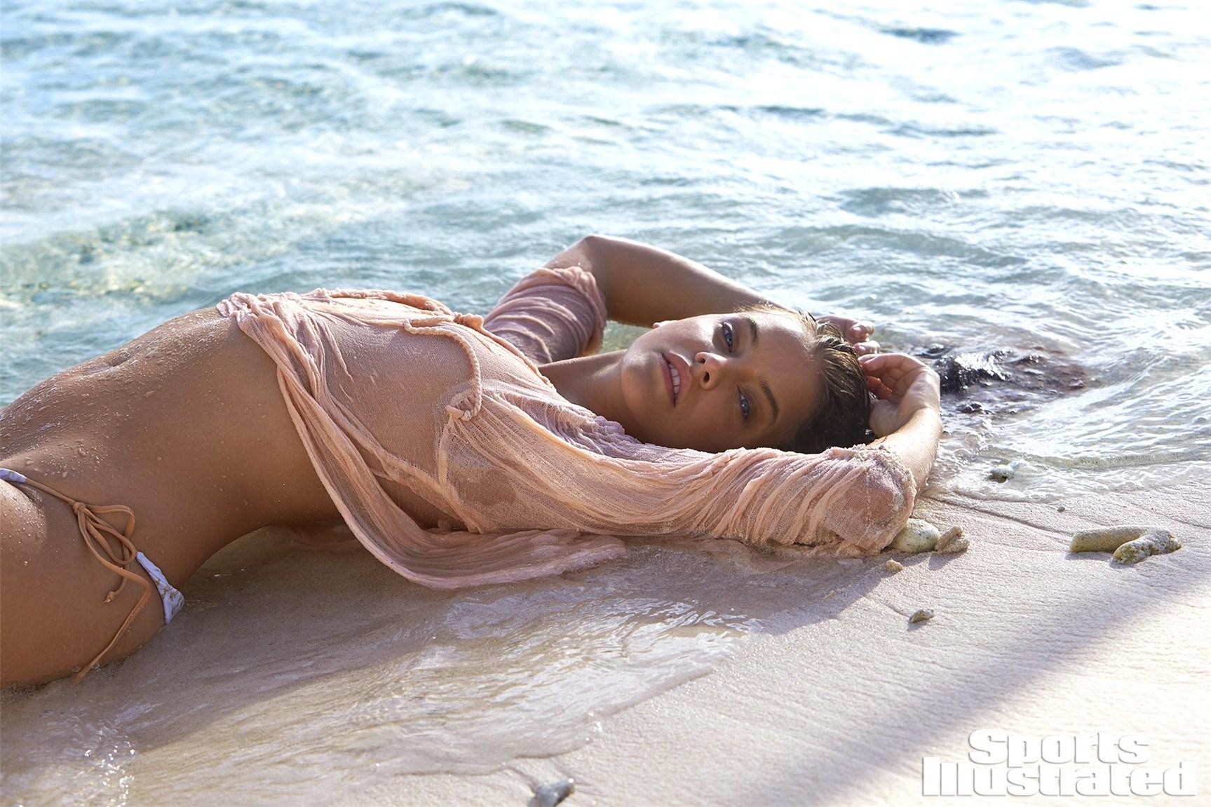 Barbara Palvin / Барбара Палвин в купальниках из новой коллекции Sports Illustrated Swimsuit 2017 issue / in Curacao by Ben Watts