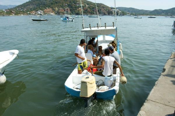 taking the boat to the playa las gatas