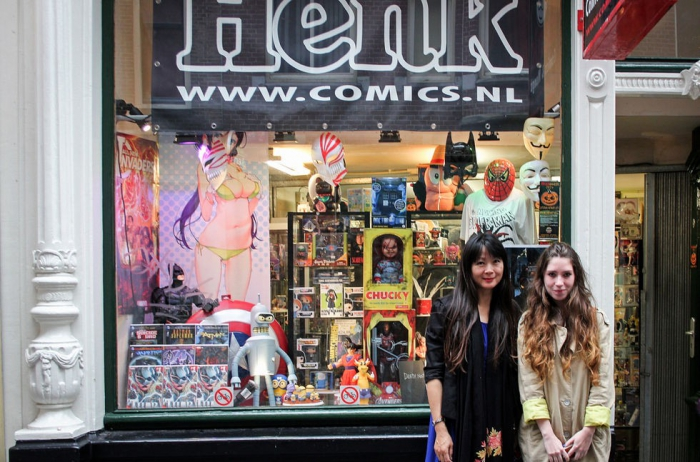 Джина, работник магазина комиксов Henk