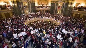 протестующие в Висконсине заняли местный сенат